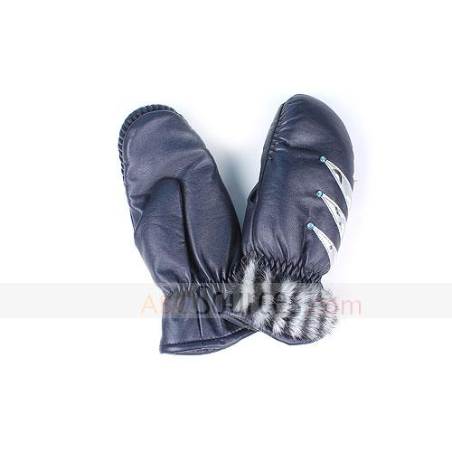 woman leather mittens