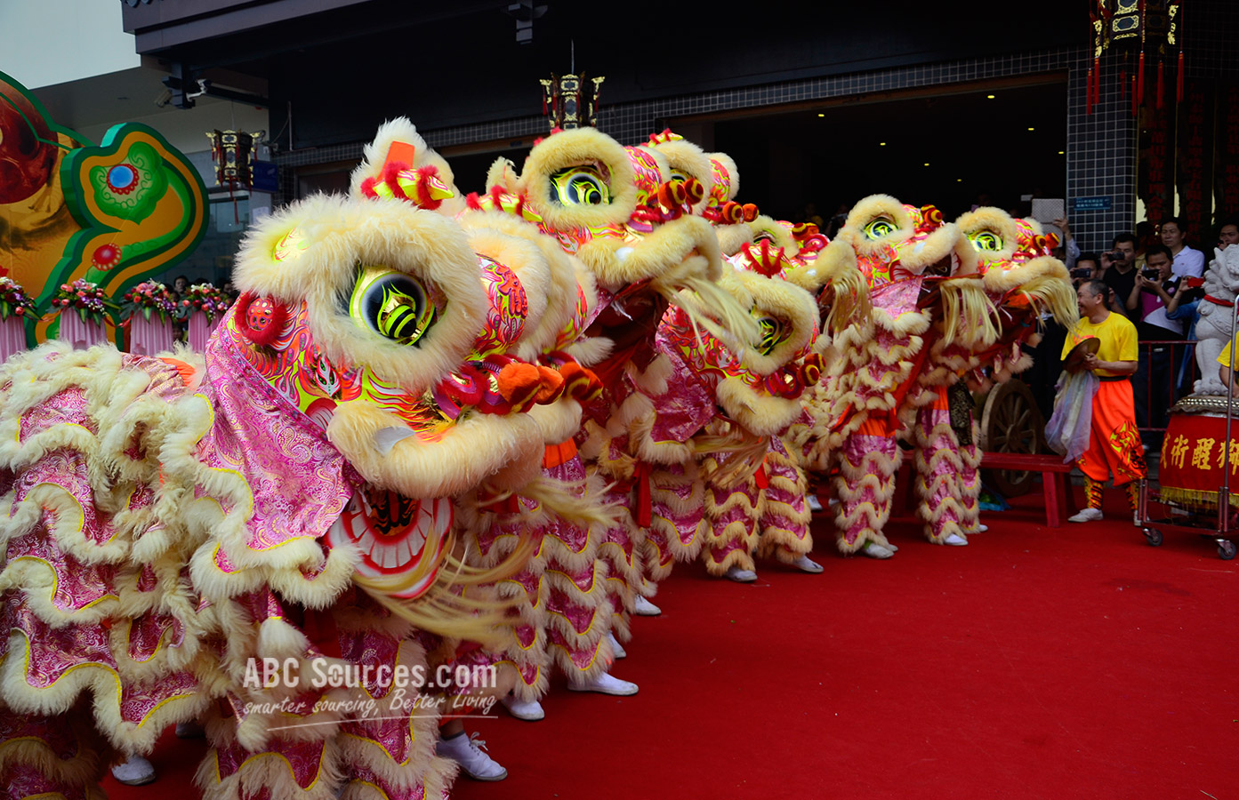 Lion dance in Guangzhou market open ceremony